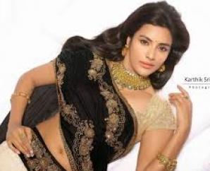 Shocker! Priya Anand Walks out from Chiyaan Vikram's movie